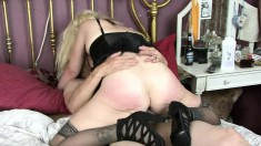 Chunky blonde Sundara isn't afraid to bounce on a huge piston
