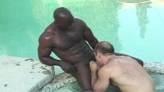 Horny white dude has a muscled black guy pounding his ass in the pool