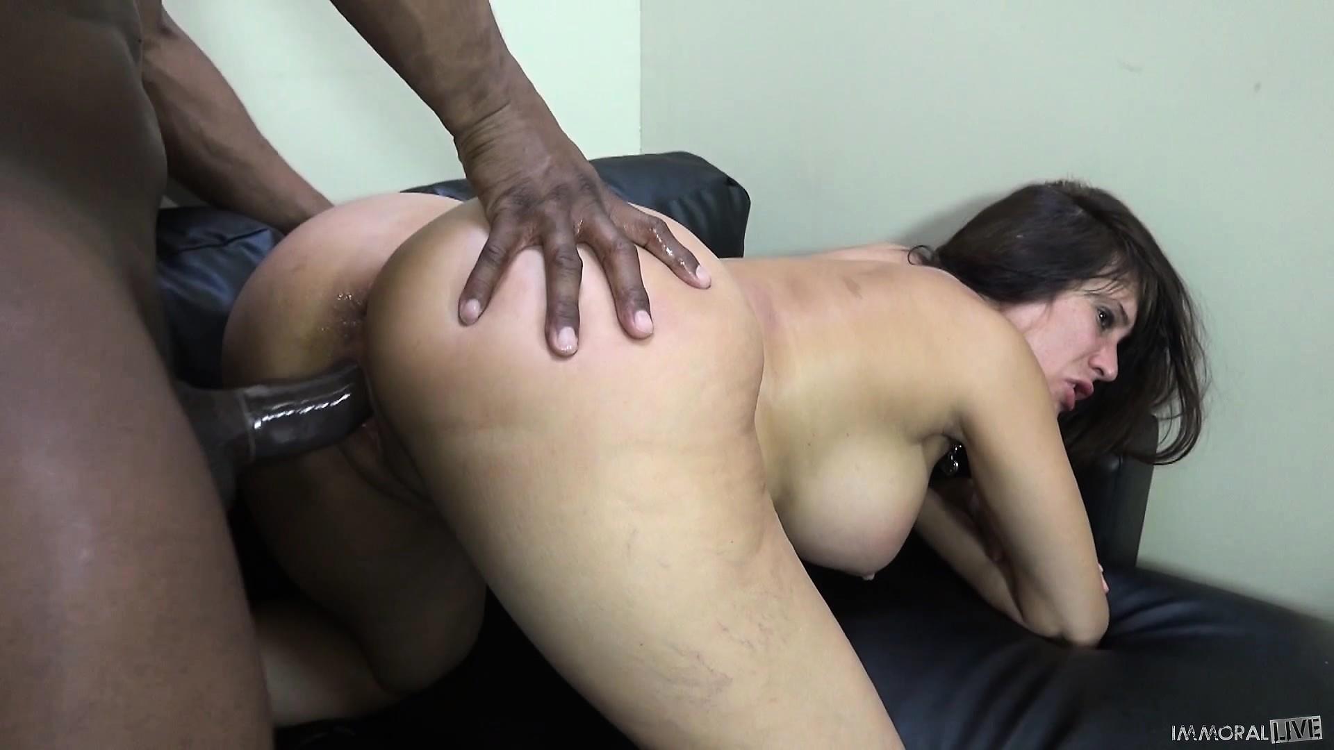 Buxom milf porn