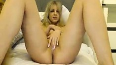 Amateur Wlllada Fingering Herself On Live Webcam